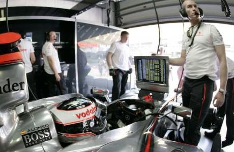 Fernando Alonso, McLaren garage 2007